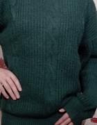 Zielony sweter oversize