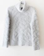 szary sweter fluffy z golfem ZARA M
