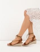 Piekne nowe cameliowe sandałki