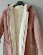 Różowy kożuszek plaszcz
