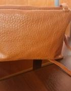 Torebka na pasku karmelowa A5 wytłaczany wzór