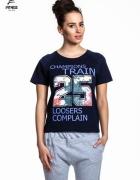Granatowy t shirt z kwiatowym numerem 25