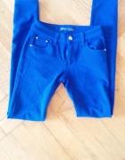 kobaltowe elastyczne spodnie