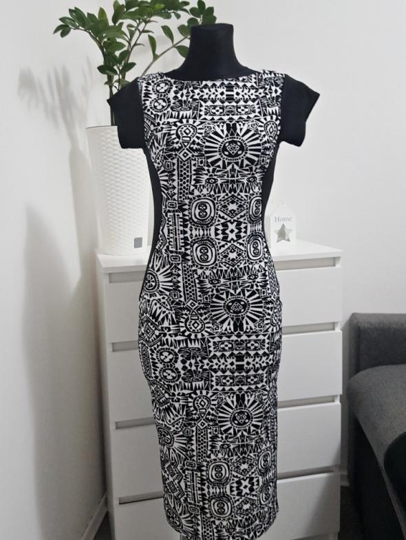 czarno biała sukienka w wzory Kiah
