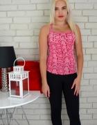 Różowa bluzka wężowa na ramiączkach