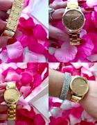 Zegarek ze złotą tarcza