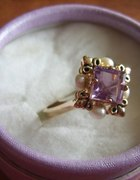 Kobiecy i uroczy pierścionek pozłacany 18kt
