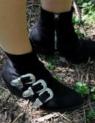 czarne buty z klamrami