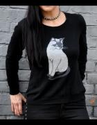 czarny sweter z kotem