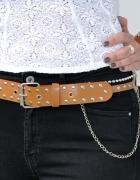 karmelowy pas z ćwiekami i łańcuchami