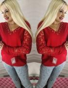 Czerwona bluzeczka z koronkowymi rękawami