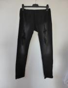 Czarne spodnie w gumkę z przetarciami