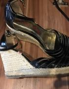 Sandałki koturny