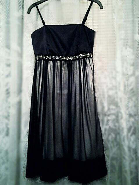 Sukienka wieczorowa czarna z cekinami i cyrkoniami