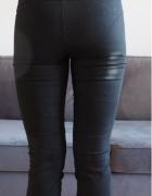 Czarne spodnie ONLY...