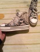 Buty w łuski...