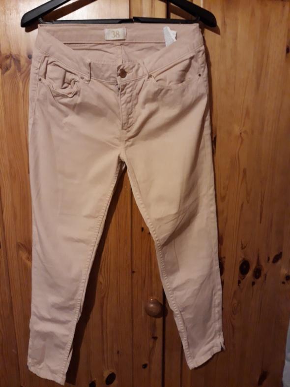 Spodnie Zara cygaretki nude...