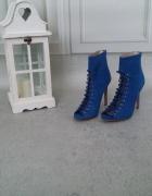 Śliczne chabrowe sandały