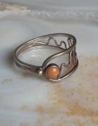 stary srebrny pierścionek koral