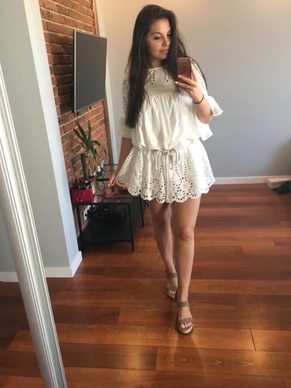 Blogerek Biała sukienka