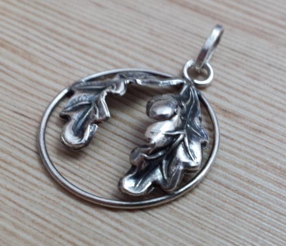srebrna dębowa zaweszka