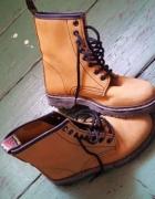 Skórzane buty botkimartensytraperymusztardowe