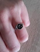 Stary srebrny autorski puerścionek z różą