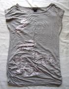 Szara bluzka H&M z nadrukiem w motyle