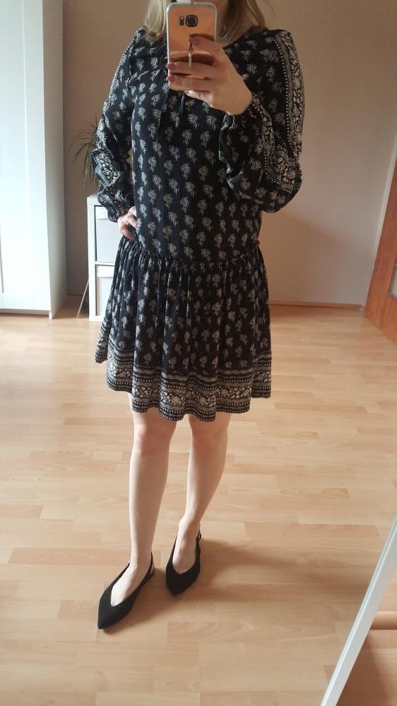 Suknie i sukienki zwiewna sukienka z falbaną i wiązaniem