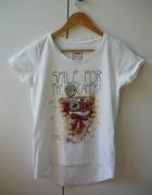 Biała koszulka z nadrukiem 38
