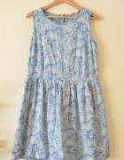 Niebiesko biała wzorzysta rozszerzana sukienka 42
