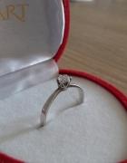 Srebrny pierścionek z cyrkonią zaręczynowy pr 800