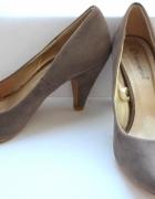 Bezowe buty na obcasieniskieczółenka r 37