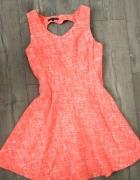 Pomarańczowa rozkloszowana elegancka sukienka