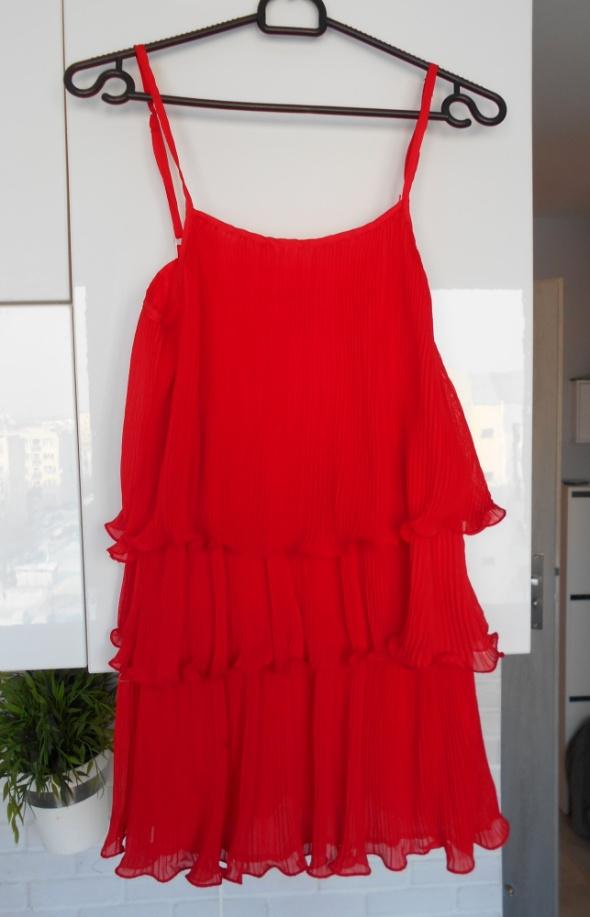 a1674183c4 Suknie i sukienki Jasmine London czerwona plisowana sukienka falbanki na  ramiączkach asos