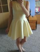 Żólta rozkloszowana sukienka s moriss z koła