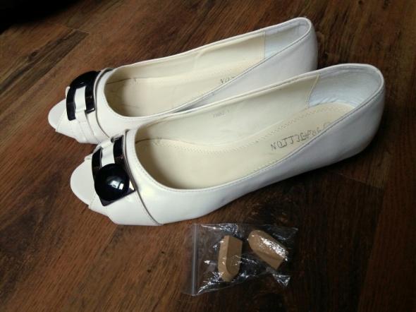 Nowe białe buty na koturnie bez palców 41