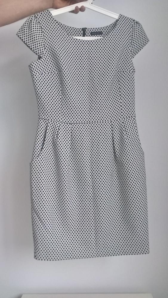 sukienka w pepitkę marki Mohito rozm 36