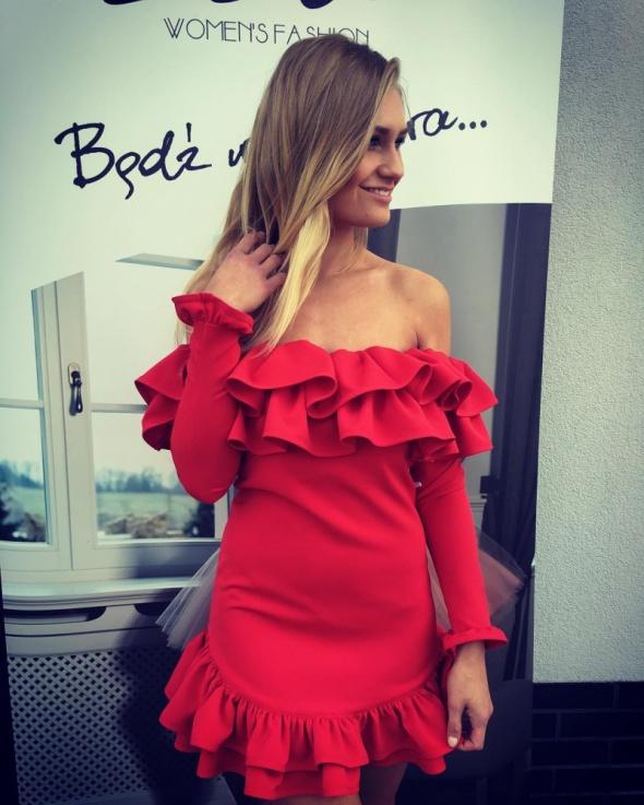 2225aeb126 Popularne obiekty Czerwona sukienka z falbankami w Suknie i sukienki -  Szafa.pl  HB