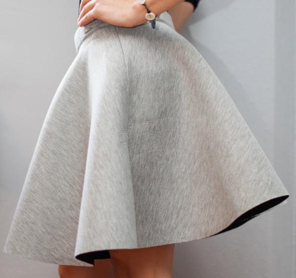 piękna rozkloszowana spódnica