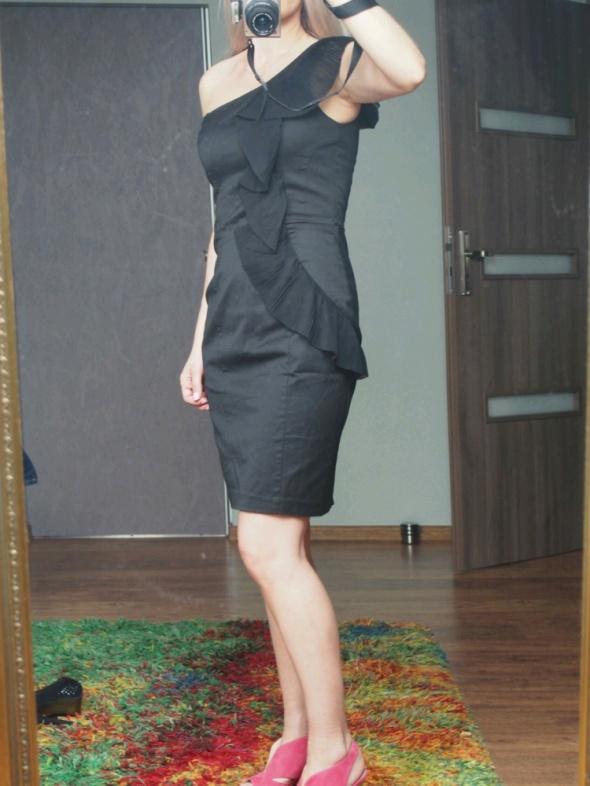 Suknie i sukienki Piękna czarna sukienka Top Secret Nowa