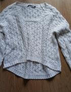 Asymetryczny sweter...