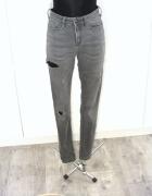 Szare spodnie rurki z dziurami must have blogerskie poszukiwane...