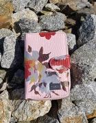 Różowy portfel w kwiaty