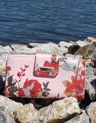 Rózowy pojemny portfel w kwiaty