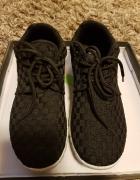 Czarne adidasy z białą podeszwą 38