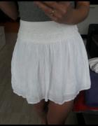 Śliczna biala spódniczka wstawki koronki xs