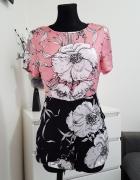 rózowo czarny kombinezon w kwiaty Diffuse