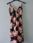 Idealna czarna sukienka w kwiaty...