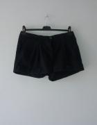 Idealne krótkie czarne spodenki H&M...